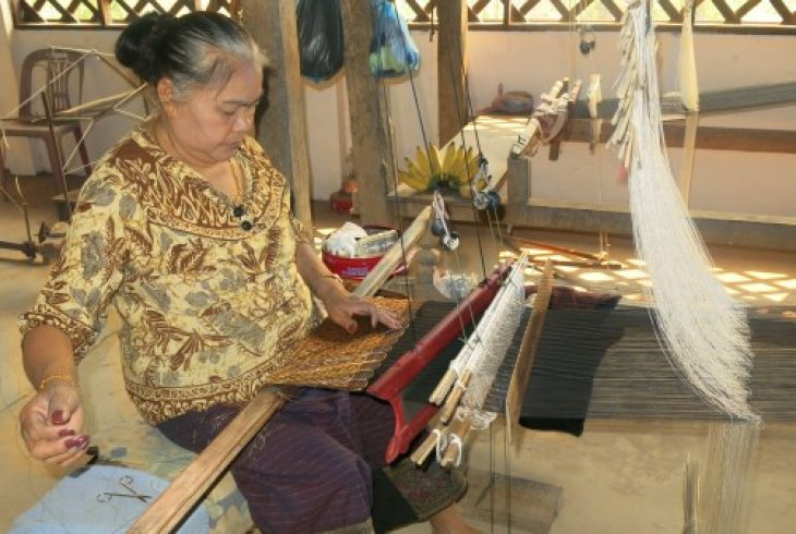 Woman weaving in Phanoum village.